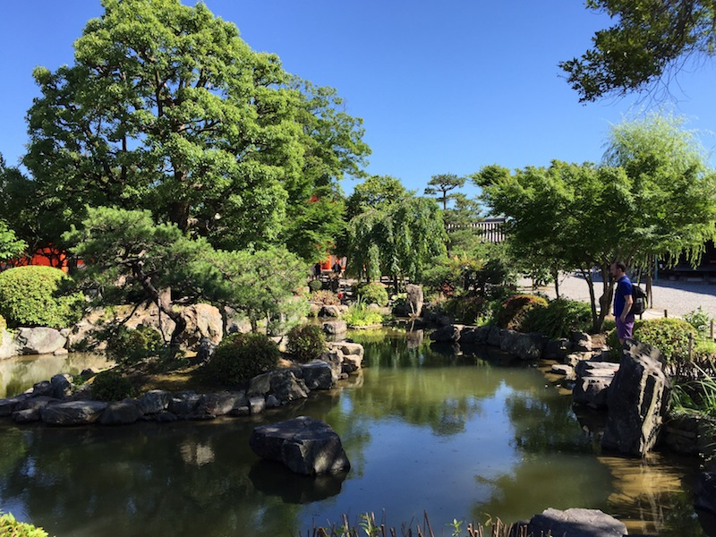 The gardens at Sanjusangen-do