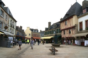 The pedestrianised streets of the ville close